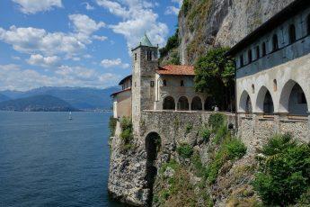 EREMO DI SANTA CATERINA DEL SASSO_santuario a strapiombo sul Lago Maggiore