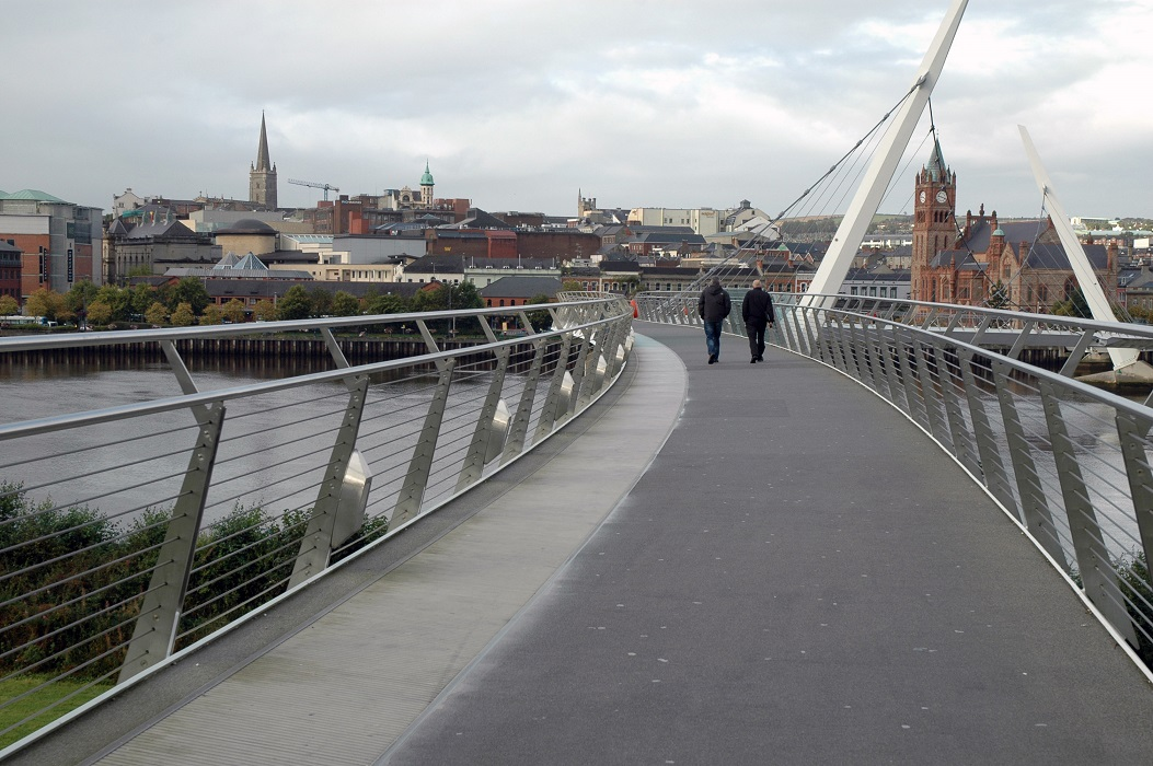 Ponte della Pace a Londonderry: città da visitare in Irlanda del Nord