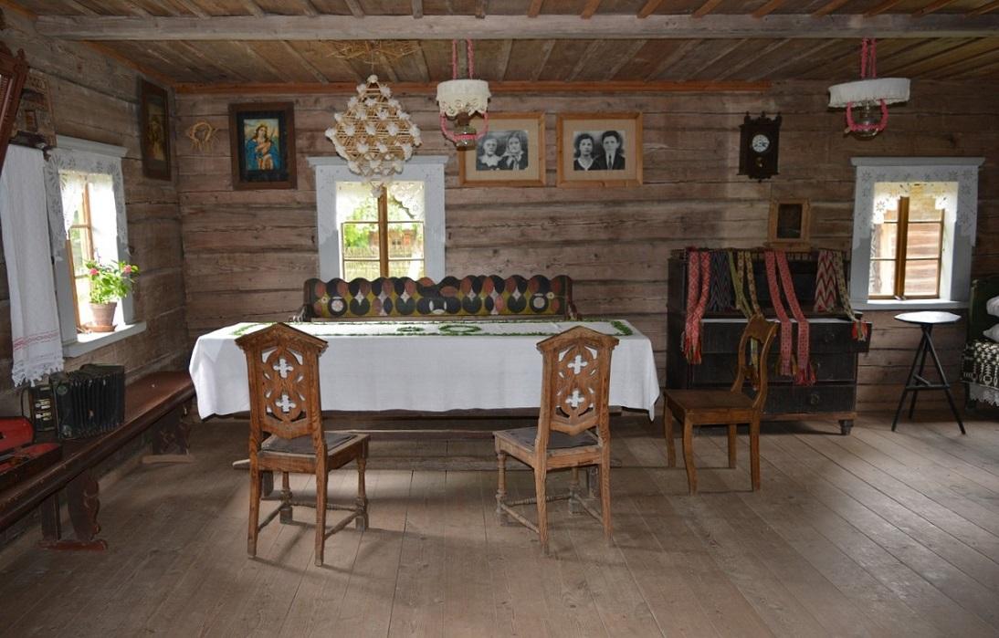 Interni di un'abitazione nel Museo Etnografico di Rumsiskes in Lituania
