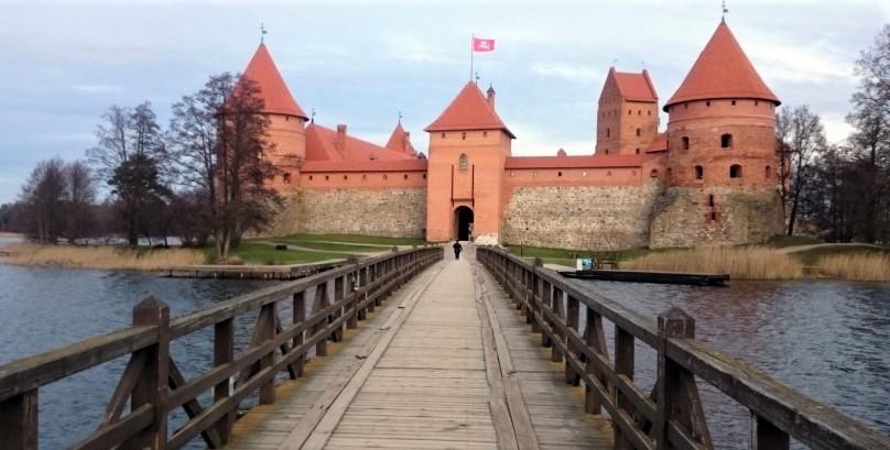 La magia del Castello di Trakai tra le acque del lago