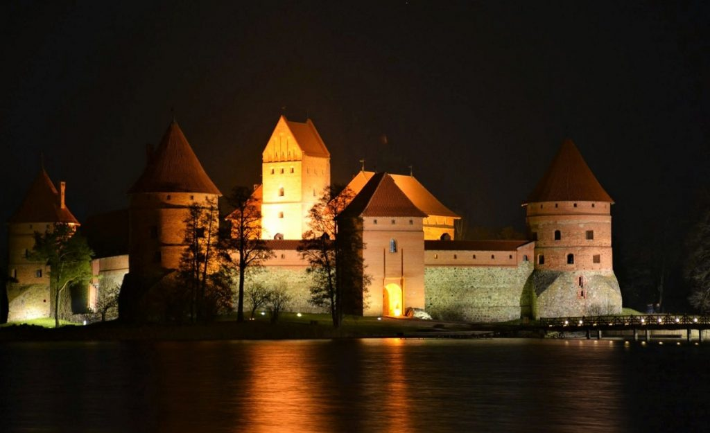 Castello di Trakai durante la notte