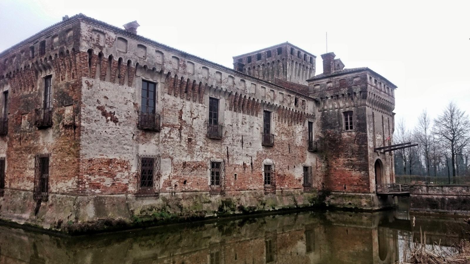 castello padernello esterno fossato