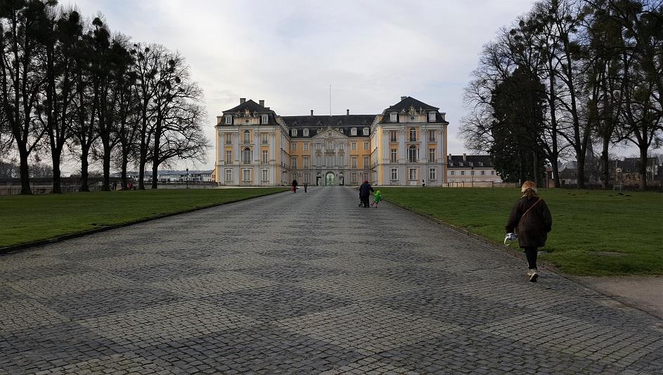 la facciata del palazzo di Brühl_dintorni di colonia