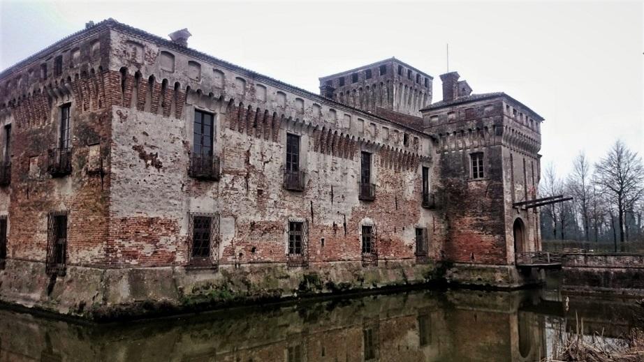 esterno castello di padernello_ponte levatoio_fossato