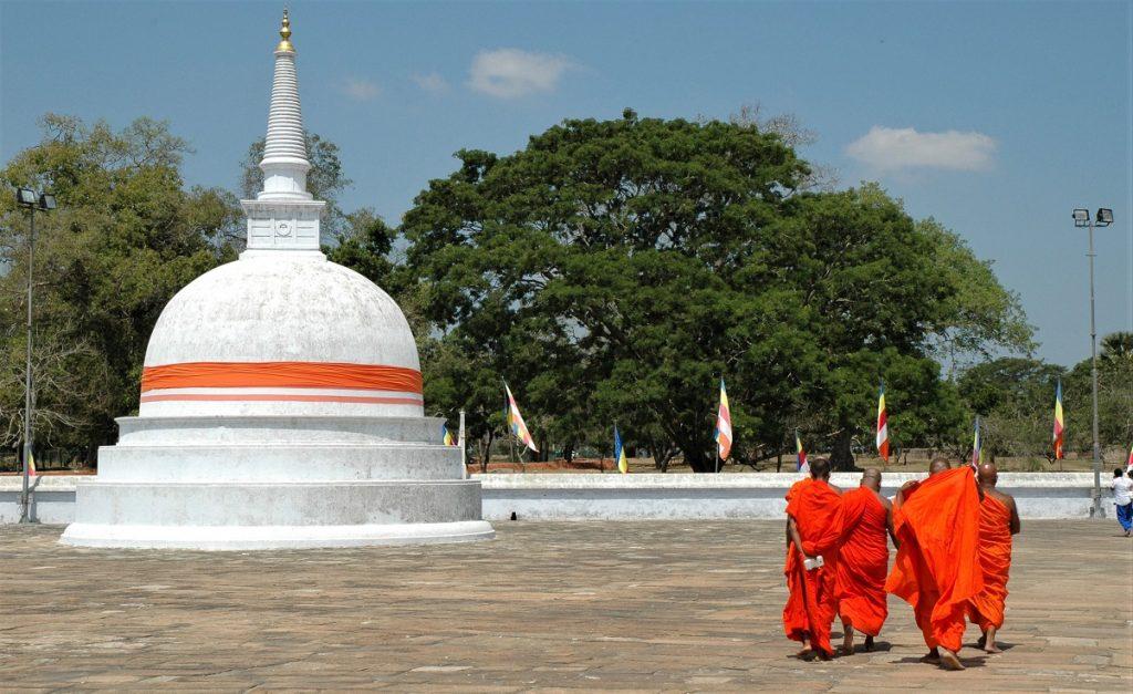 Monaci ad Anuradhapura in Sri Lanka