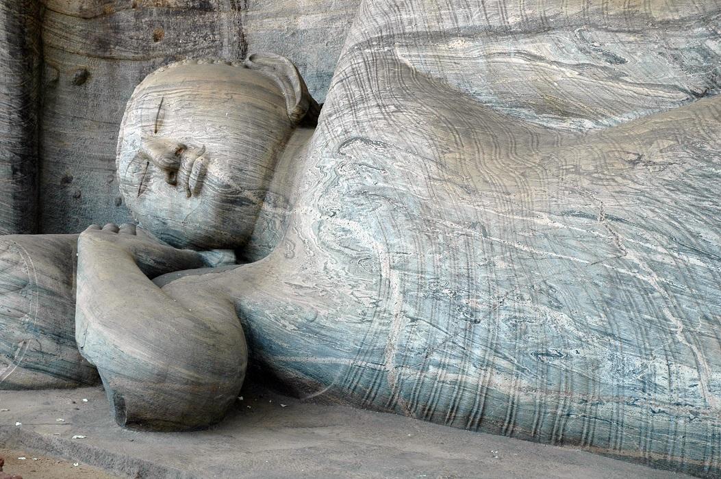 Statua del Buddha a Polonnaruwa: viaggio fai da te in Sri Lanka