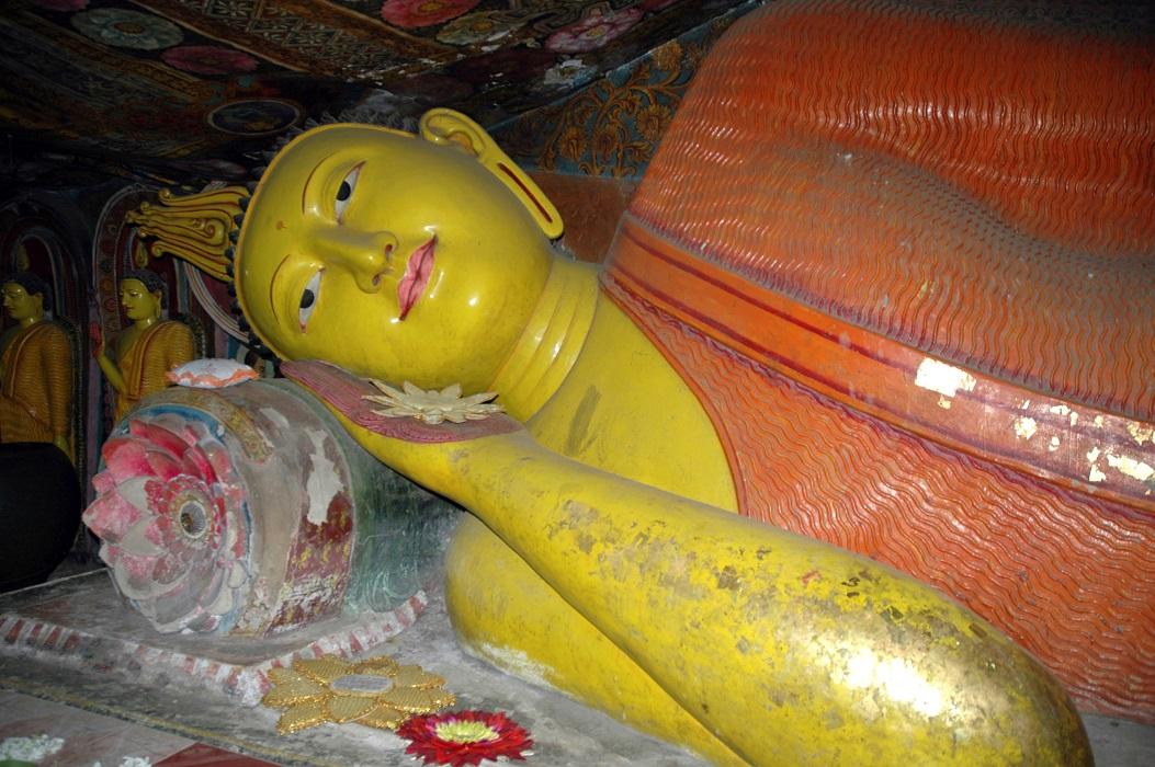 Statua del Buddha nel tempio di Aluvihara