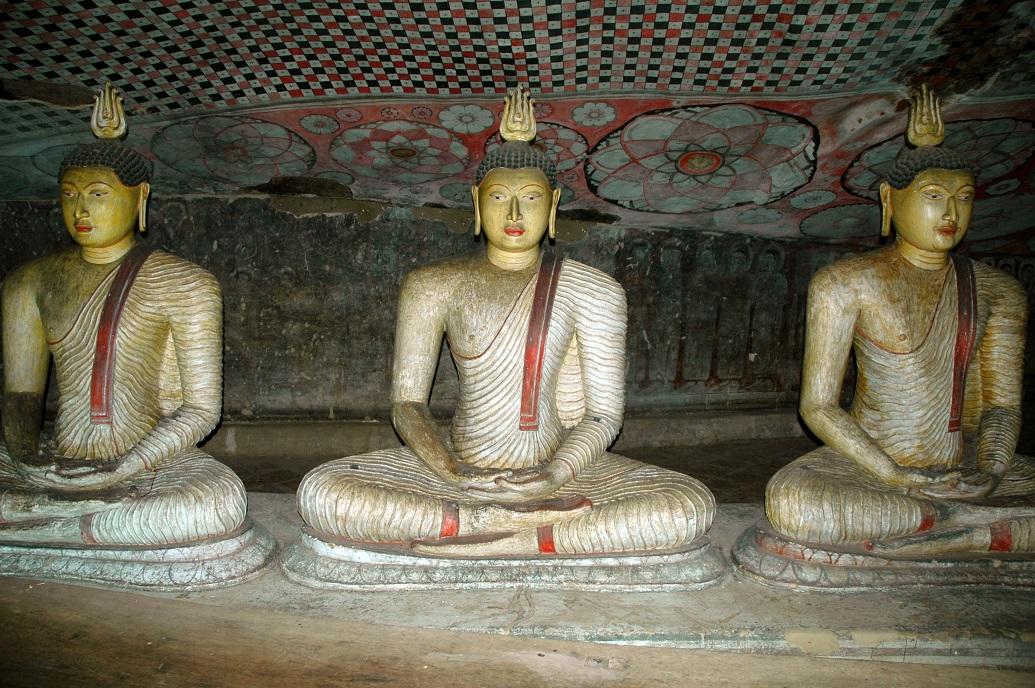 Statue nelle grotte di Dambulla: diario di viaggio in sri lanka e maldive