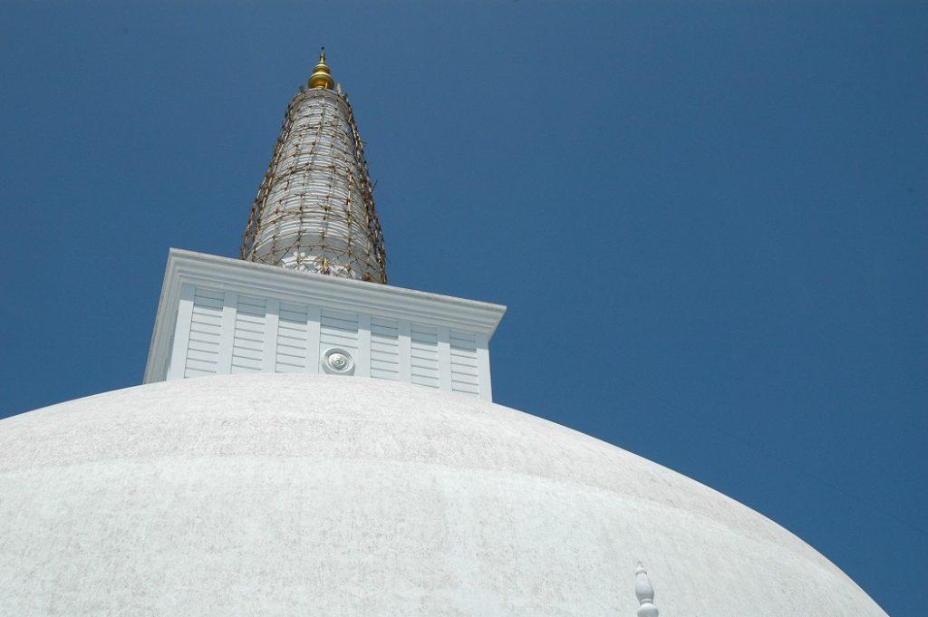 La grande stupa di Anuradhapura in Sri Lanka: diario di viaggio