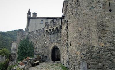 CASTELLO SARRIOD DE LA TOUR alla scoperta dei castelli meno famosi della Valle d'Aosta
