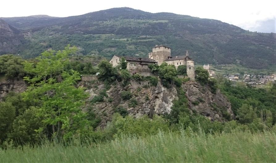 castello di sarriod de la tour dalla dora baltea_valle d'aosta