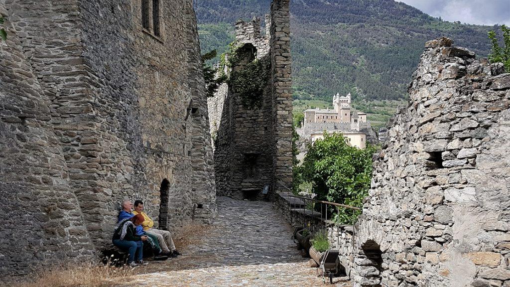 ingresso al castello sarriod de la tour_orari di apertura