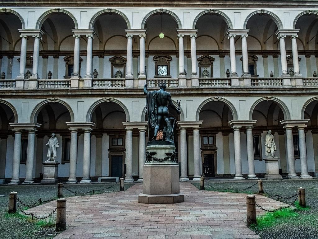Cortile della Pinacoteca di Brera a Milano