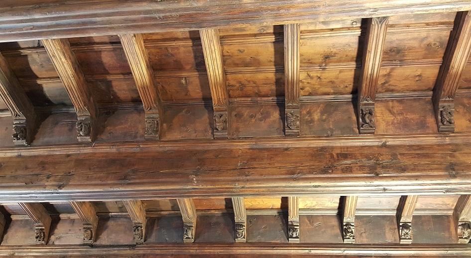 sala delle teste nel castelle sarriod de la tour di saint pierre