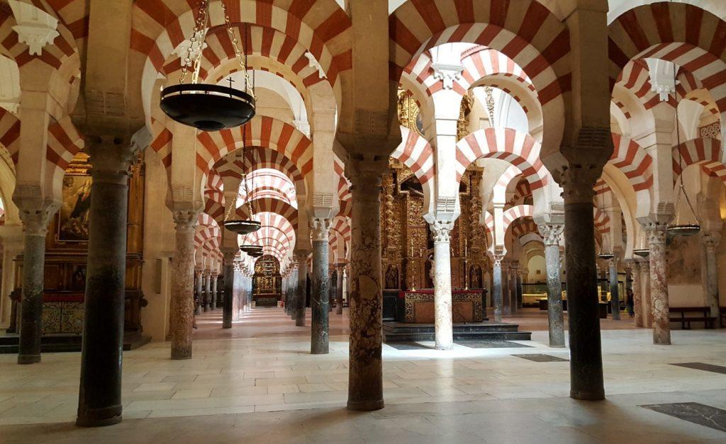 L'interno della Mezquita di Cordoba
