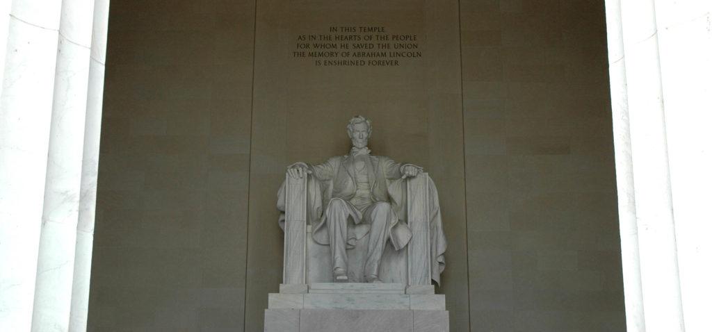 La statua di Lincoln nel Lincoln Memorial di Washington: cosa vedere in un giorno