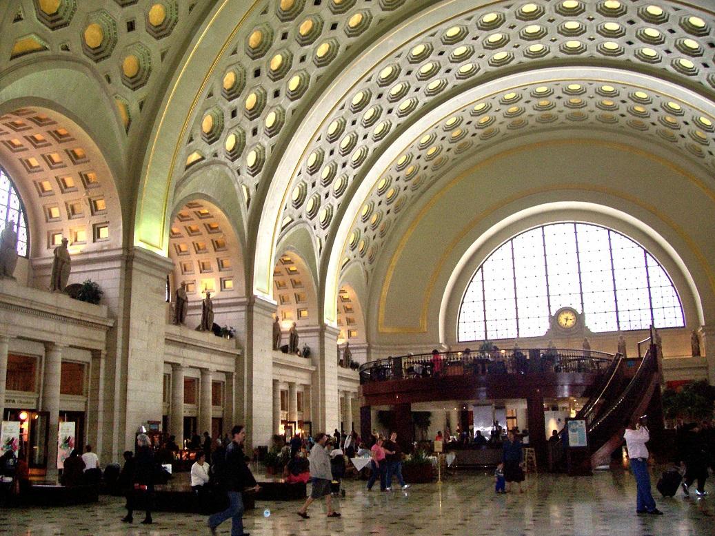 Interno della Union Station di Washington in cui arriva il treno da New York