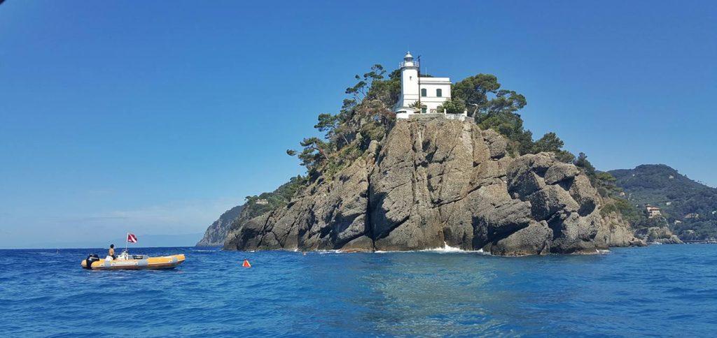 Il faro del promontorio di Portofino dalla barca a noleggio