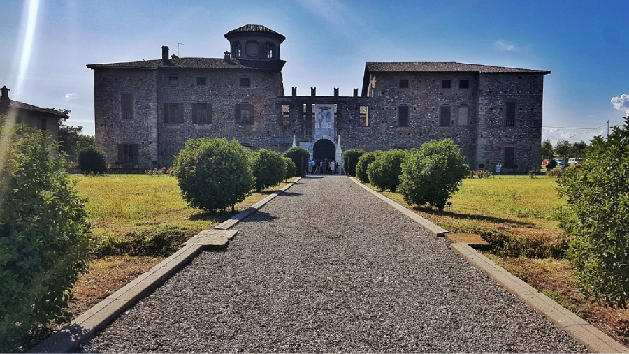 facciata esterna_castello di cavernago_matrimoni