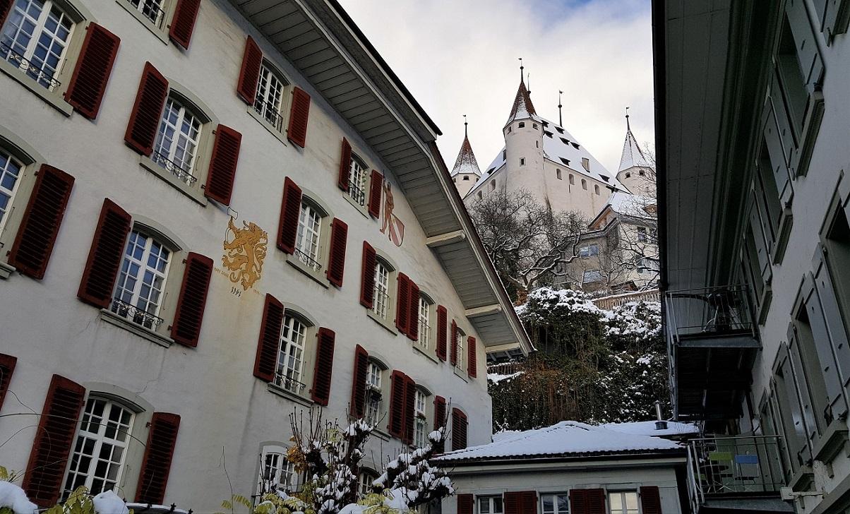 Il Castello di Thun visto dal centro storico