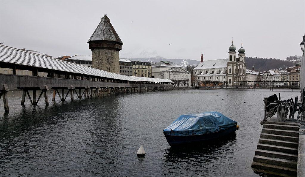 Ponte della Cappella a Lucerna durante l'inverno