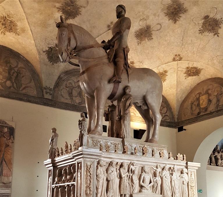 mausoleo di bernabò visconti_musei castello sforzesco