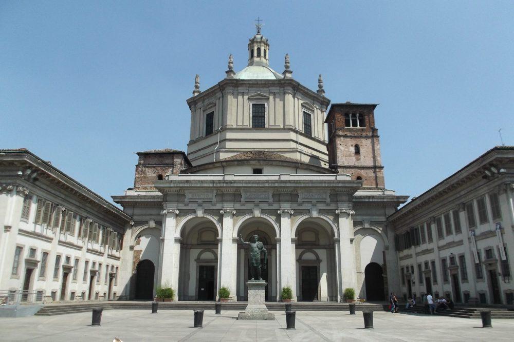 esterno della basilica di san lorenzo maggiore a milano