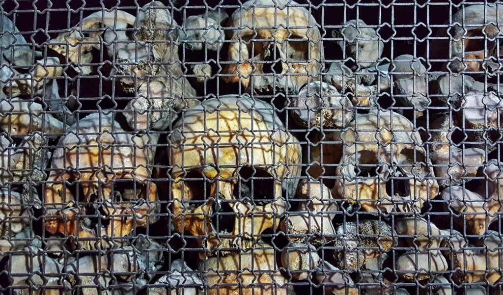 Teschi umani nelle decorazioni della chiesa di San Bernardino alle Ossa a Milano