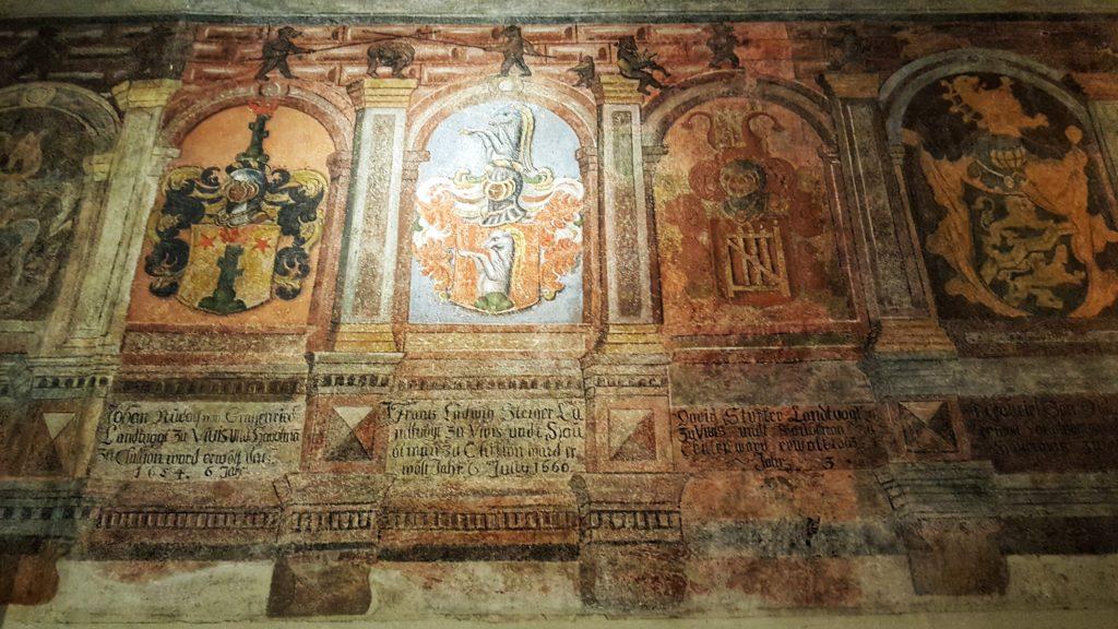 affreschi del castello di montreux in svizzera