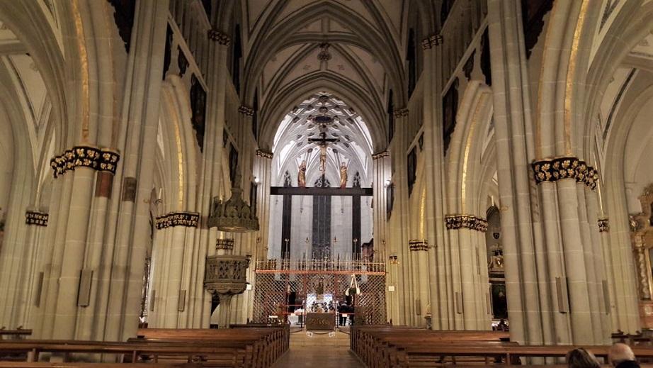 interno della cattedrale di friburgo_svizzera_cose da vedere