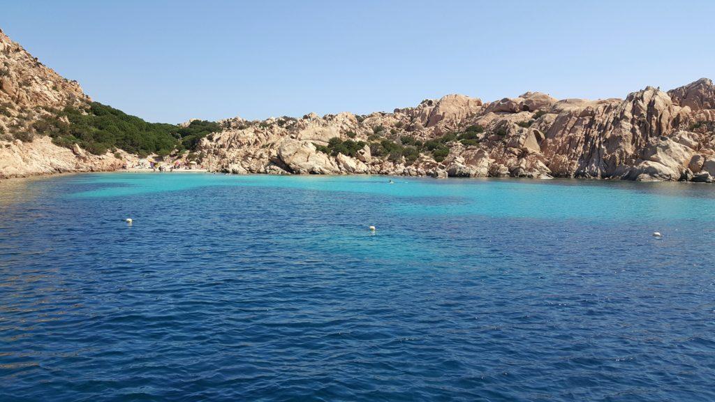arcipelago maddalena in barca o gommone sardegna