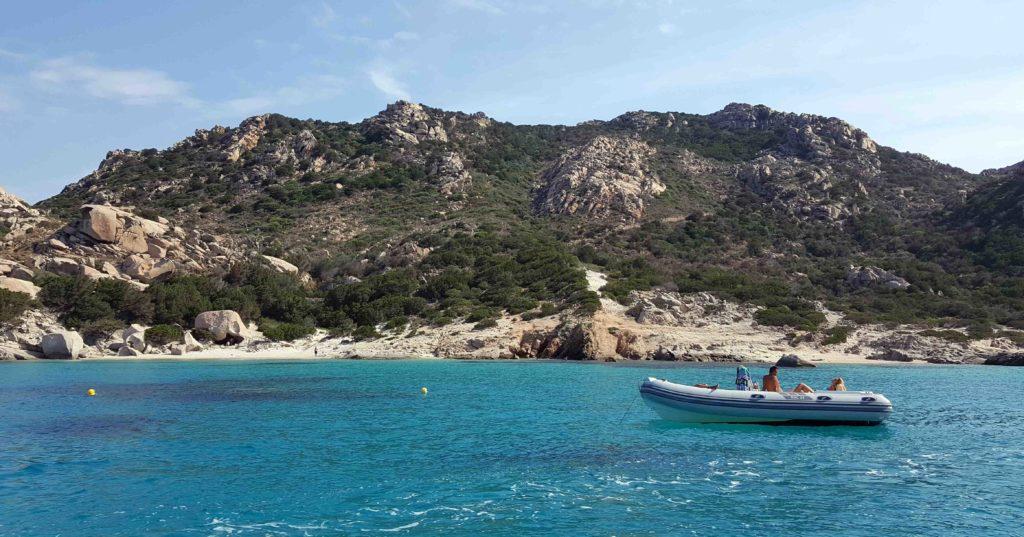 spiagge arcipelago maddalena in barca o gommone
