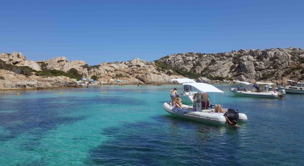 noleggiare barca gommone isole maddalena sardegna