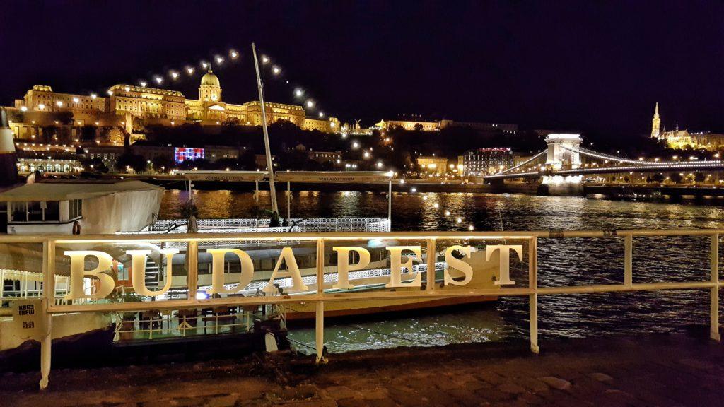 Palazzo Reale_Budapest_illuminato la sera