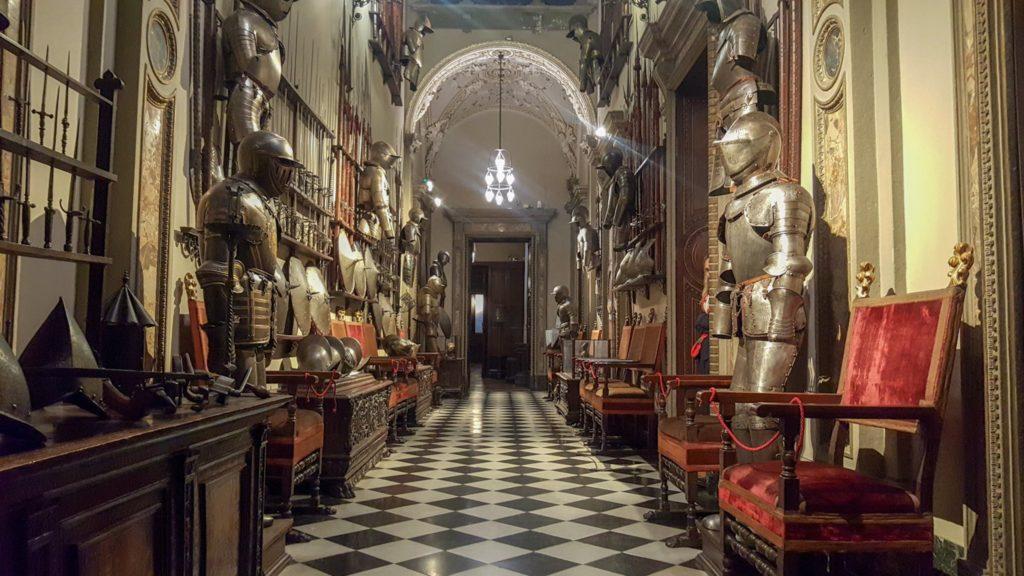corridoio con armature_MUSEO MUSEO BAGATTI VALSECCHI MILANO