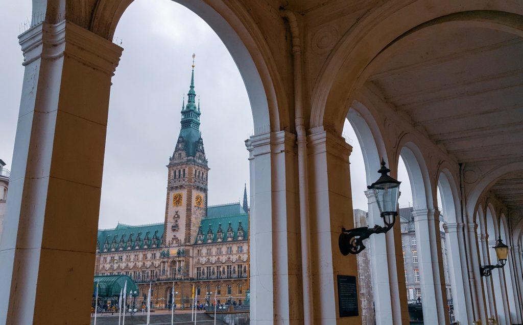 Rathaus di Amburgo_Alsterakaden_visitare