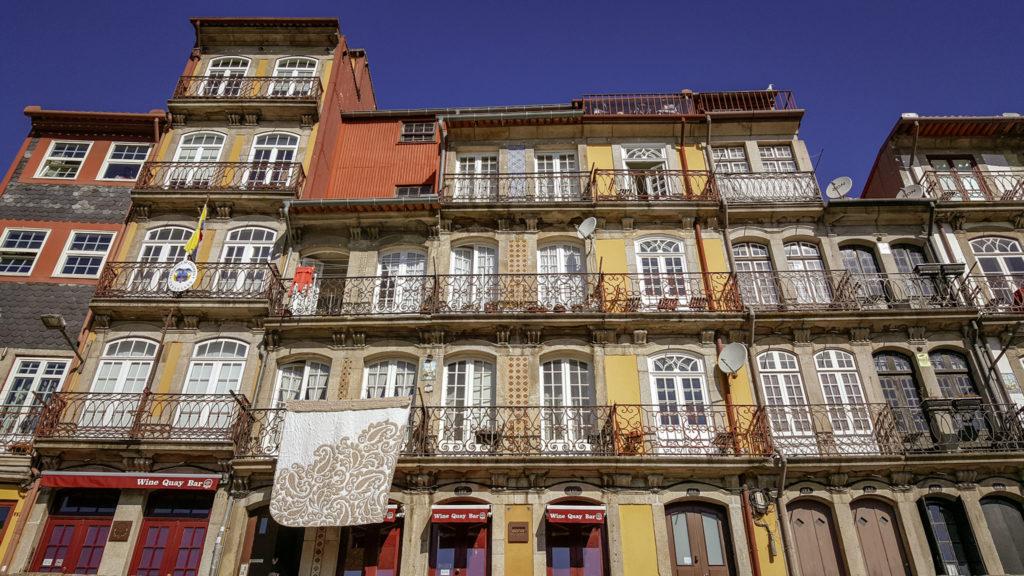 Cais da Ribeira_case colorate_Porto