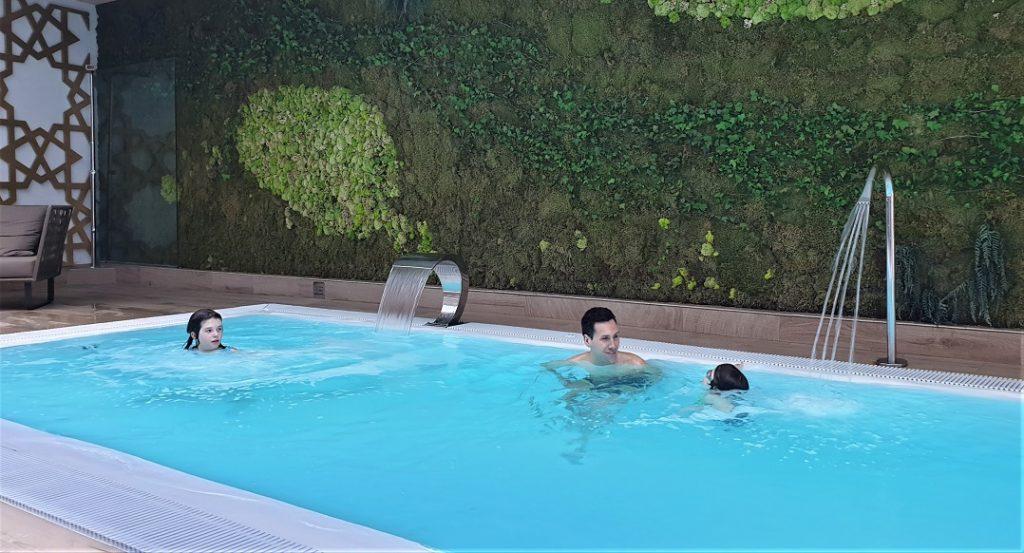 piscina coperta_hotel_siviglia_bambini