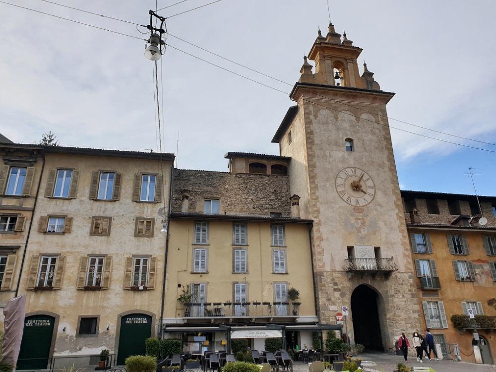 torre della campanella in piazza Mascheroni_bergamo alta