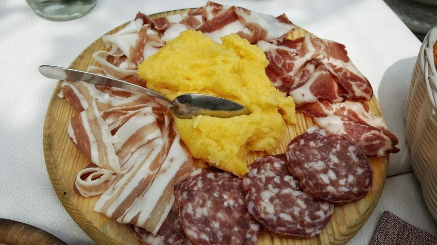 polenta e salumi bergamaschi_itinerario a piedi_città alta