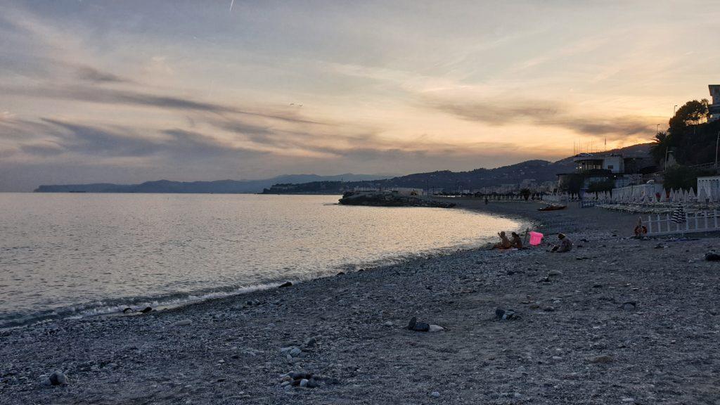 spiaggia varazze tramonto
