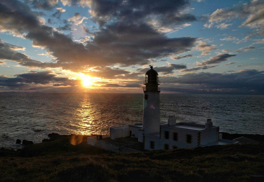 tramonto al faro in scozia rua reidh lighthouse da sogno