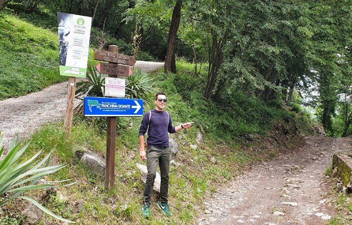 sentiero della passeggiata per arrivare alla panchina gigante di fonteno