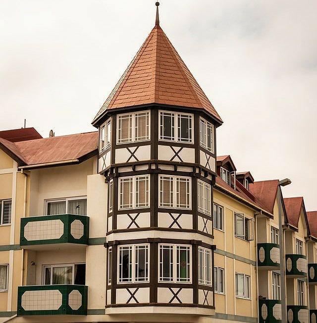 edificio in stile bavarese a swakopmund
