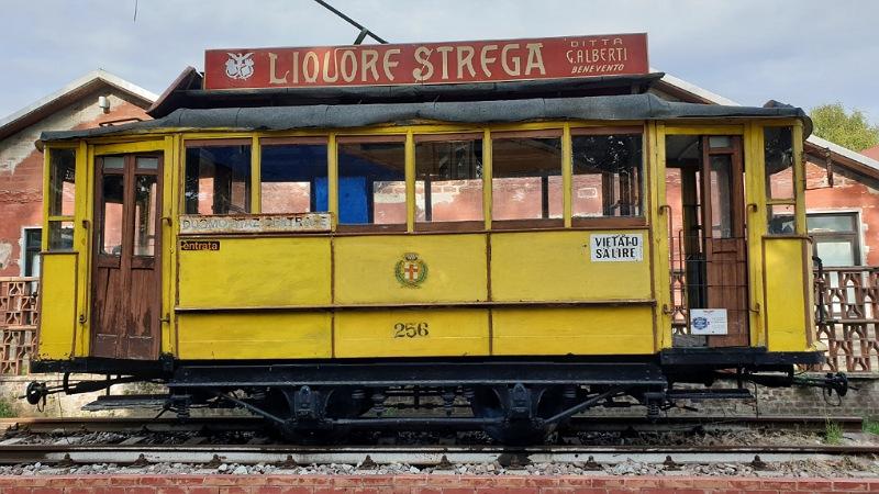 antico tram strega milano a volandia