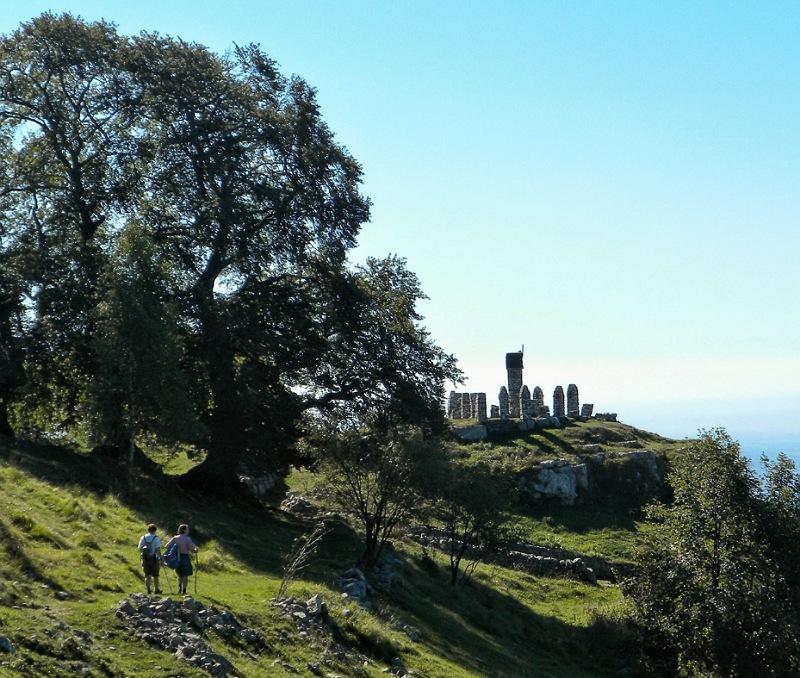 panorama lungo la passeggiata dei tre faggi a fuipiano imagna