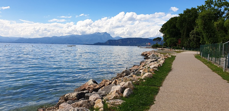 lungolago da lazise a bardolino_passeggiata lago di garda