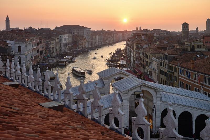 vista sul canal grande dal fondaco dei tedeschi di venezia