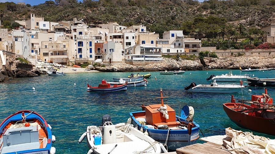 isola di levanzo tramite itinerario in barca da favignana