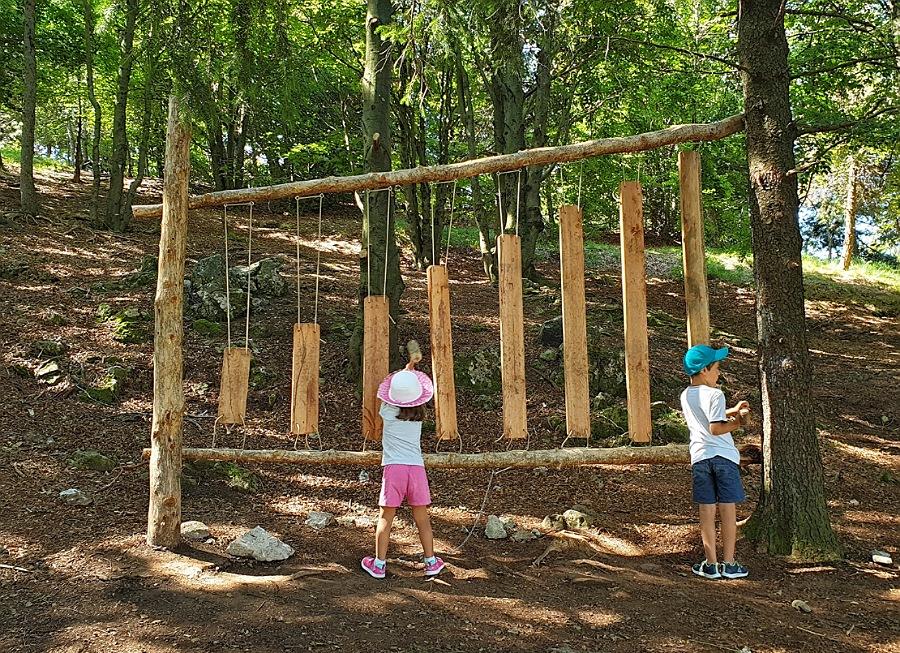 giochi per bambini al percorso sensoriale del monte purito a selvino